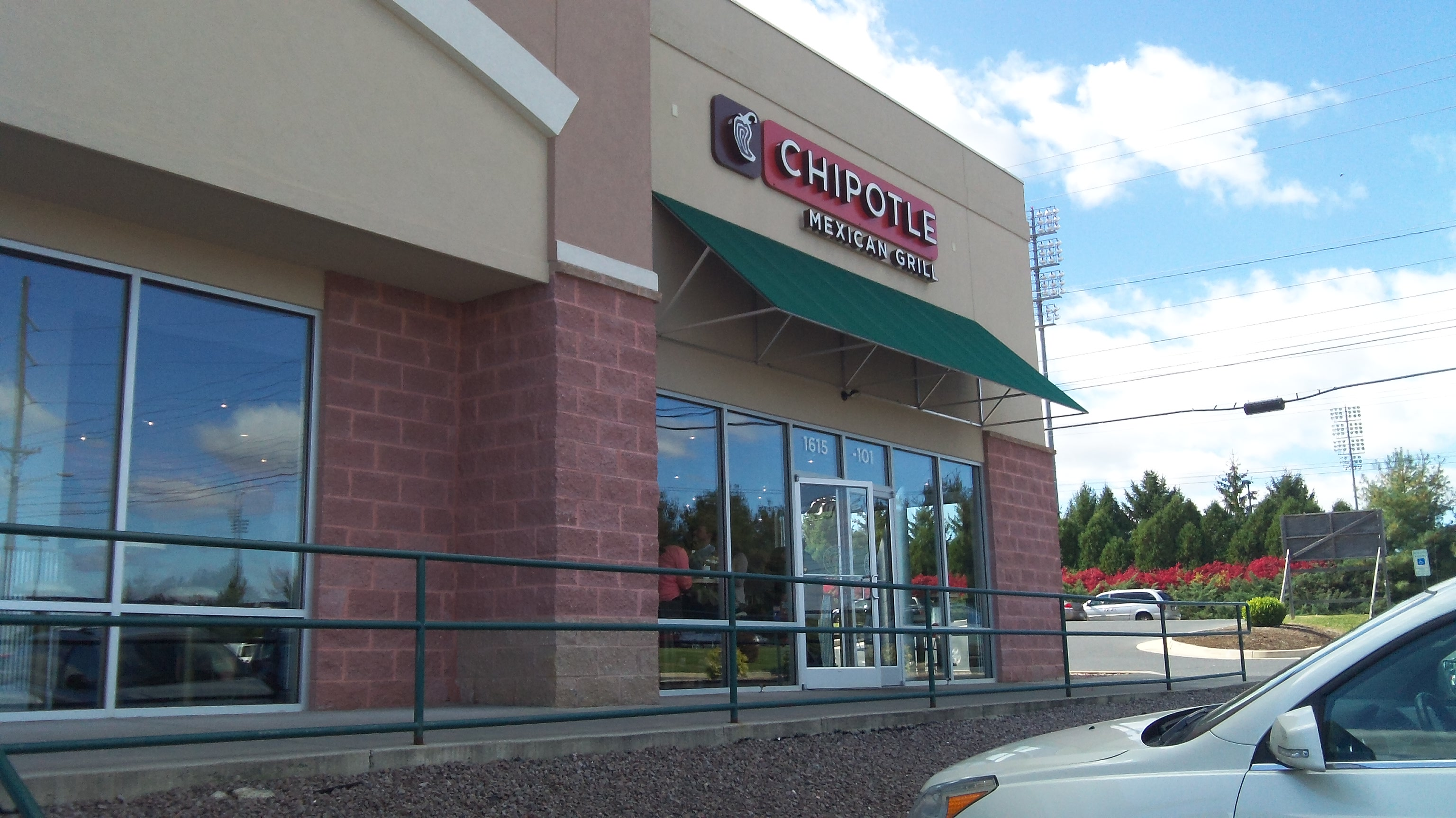the reason why america loves to eat at chipotle mexican grill Americans' love for taco bell, the nation's large tex-mex fast-food chain, must be vexing for chipotle mexican grill, which has long prided itself on its whole and responsibly sourced ingredients .